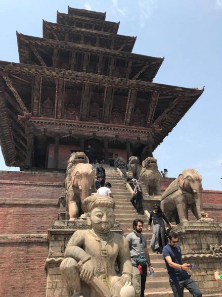 Katmandu. Poryad z hramovym kompleksom Pashupatinath svyashhennym mistsem induyistiv 450x600